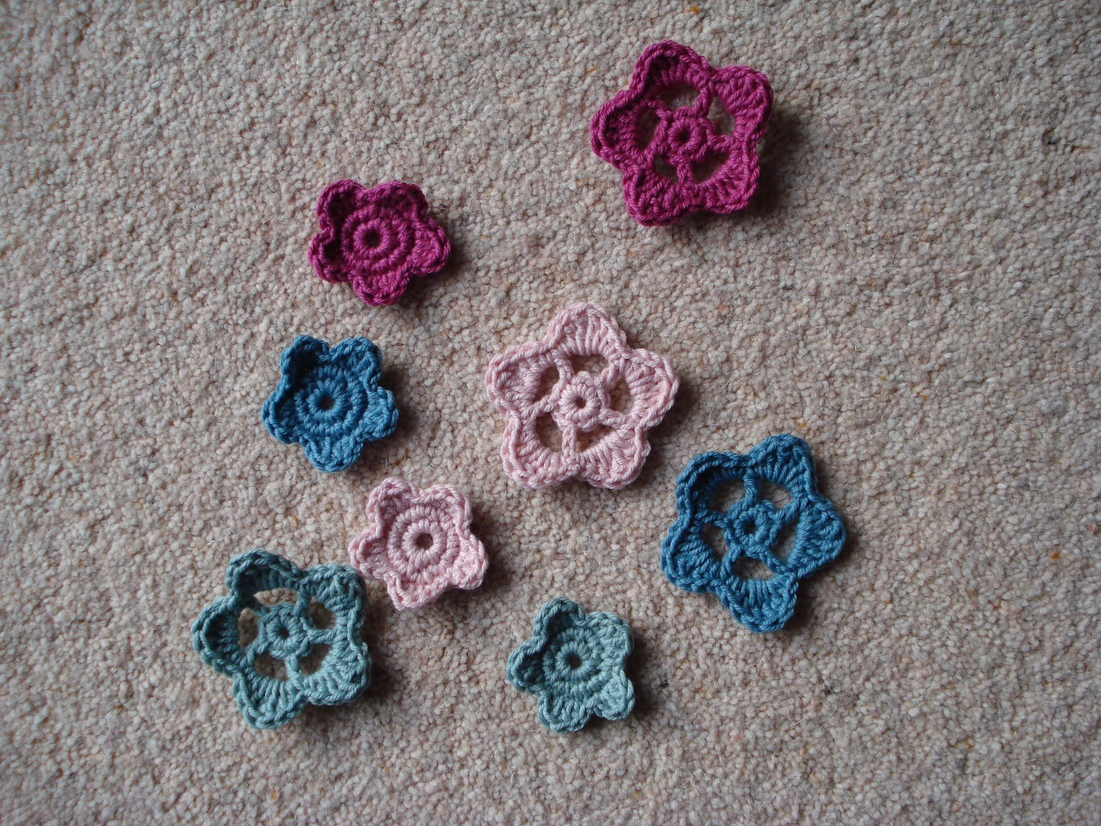 Lavender and Wild Rose: Crochet flowers pattern
