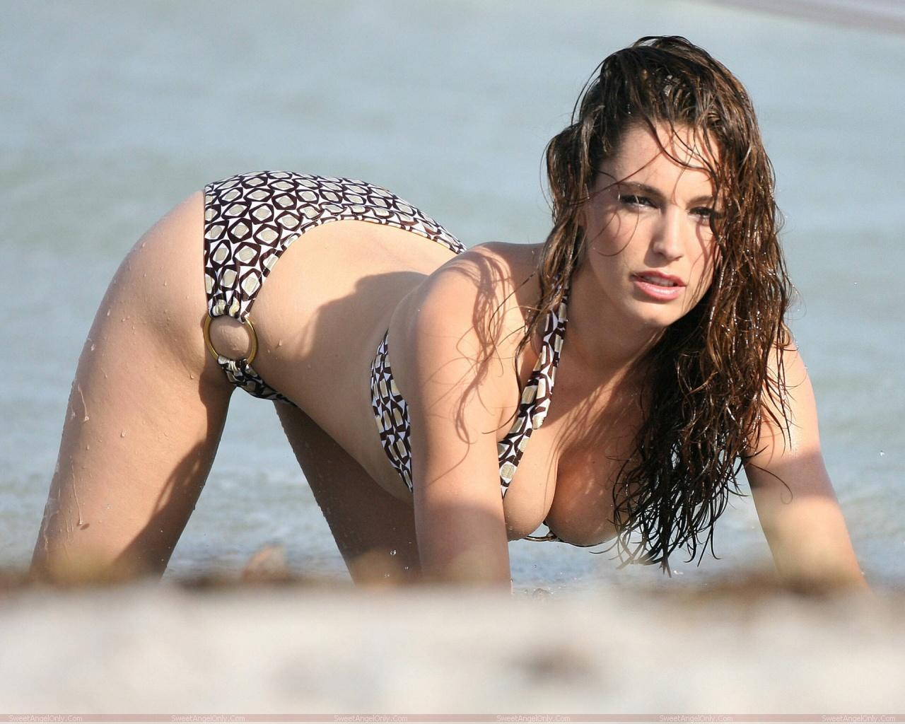 http://2.bp.blogspot.com/-8ctE6HOKcjI/TXjHpOSjPVI/AAAAAAAAFUY/6H3mr9yhot0/s1600/actress_kelly_brook_hot_wallpaper_sweetangelonly_33.jpg