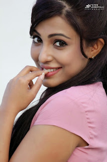 Parvathi Nair HQ Pics in Lovely Pink Top