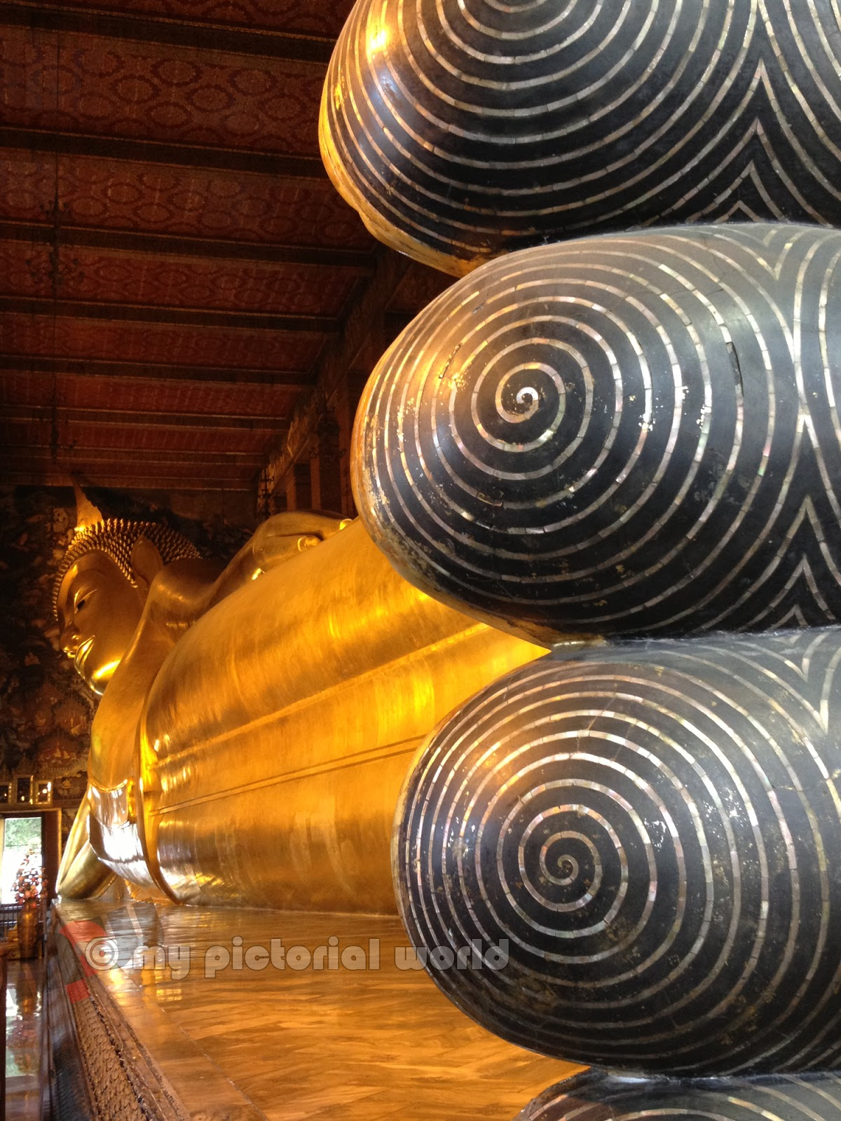 Reclining-Buddha-at-Wat-Pho-Temple-Bangkok