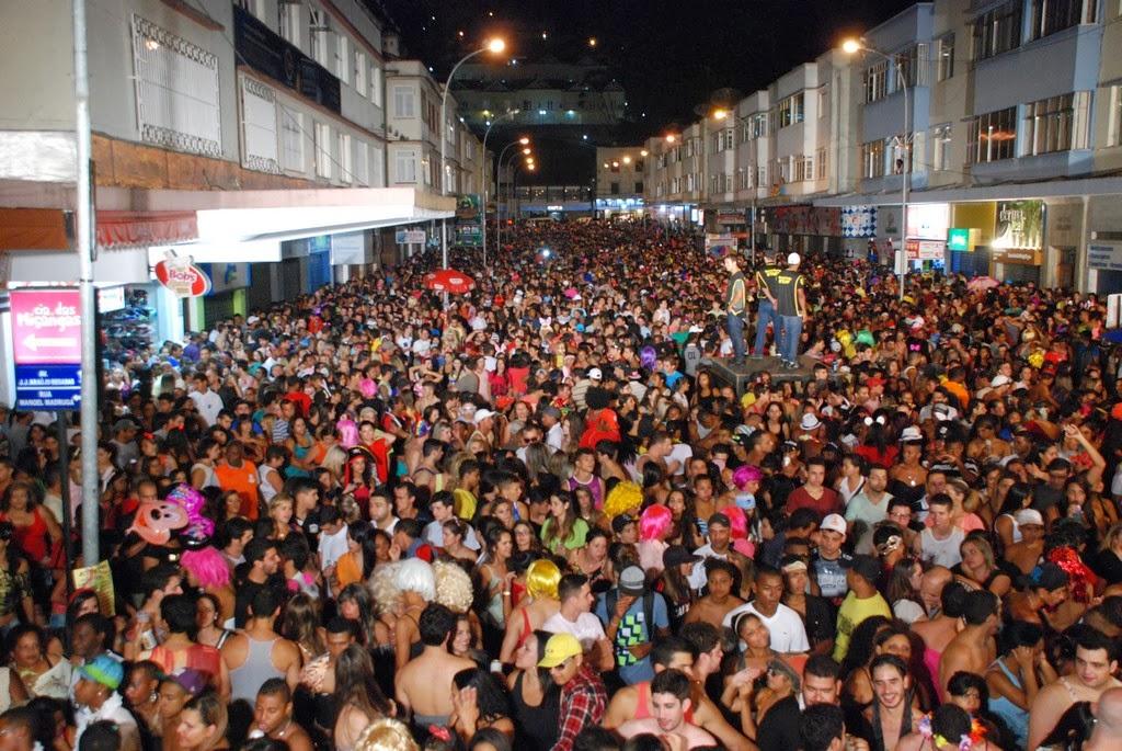 Cerca de 15 mil pessoas compareceram ao Parque Regadas para prestigiar o primeiro dia de Carnaval em Teresópolis