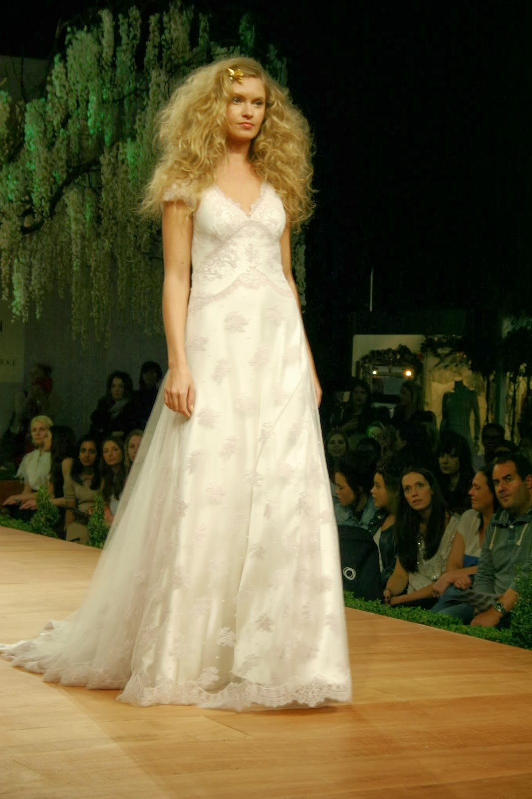 Rainbows lace brides the show garden party catwalk ombrellifo Image collections