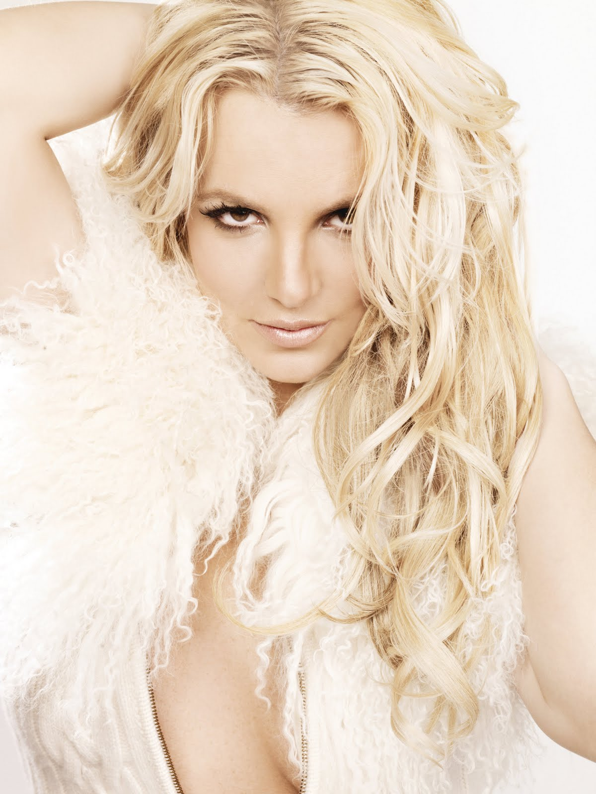 http://2.bp.blogspot.com/-8dnyYYHOhs0/TuSoyfeyD7I/AAAAAAAAGsk/3JnrtsYSQzw/s1600/Britney%2BSpears_-_Femme%2BFatale%2B1200x1600.jpg