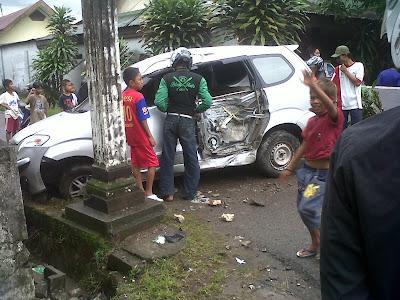 Tampak Samping - Kecelakaan Mobil Di kumala, makassar