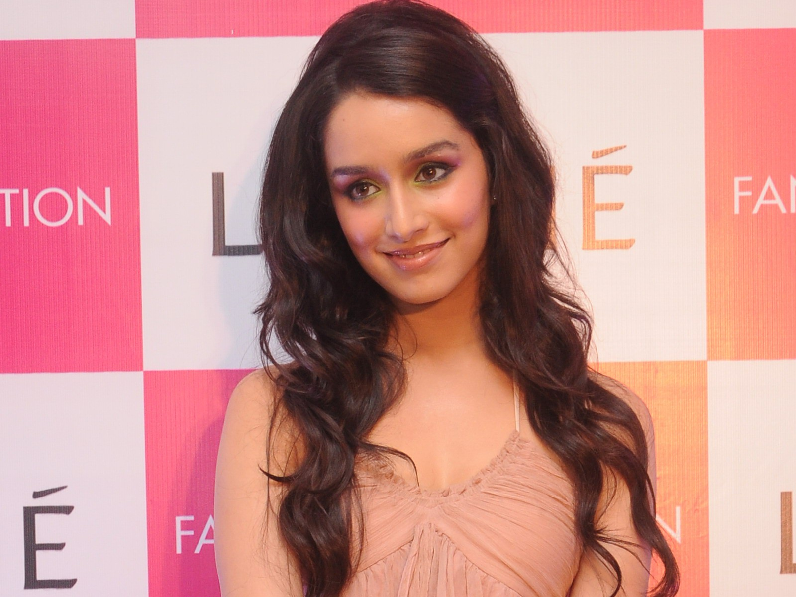 Shraddha Kapoor Photo Gallery: Hot Photos, Gallery and
