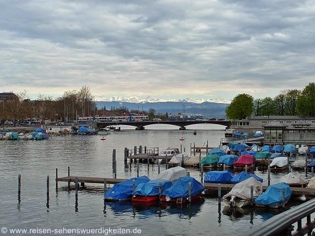Zürich mit Blick auf die Alpen