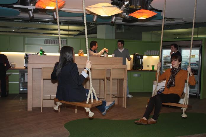 Fotos las divertidas oficinas de google en dubl n - Columpios para casa ...