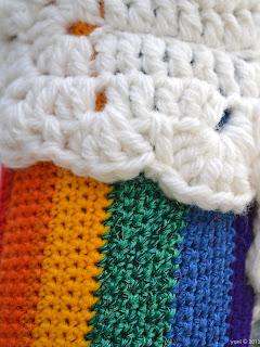 rainbow yarnbombing