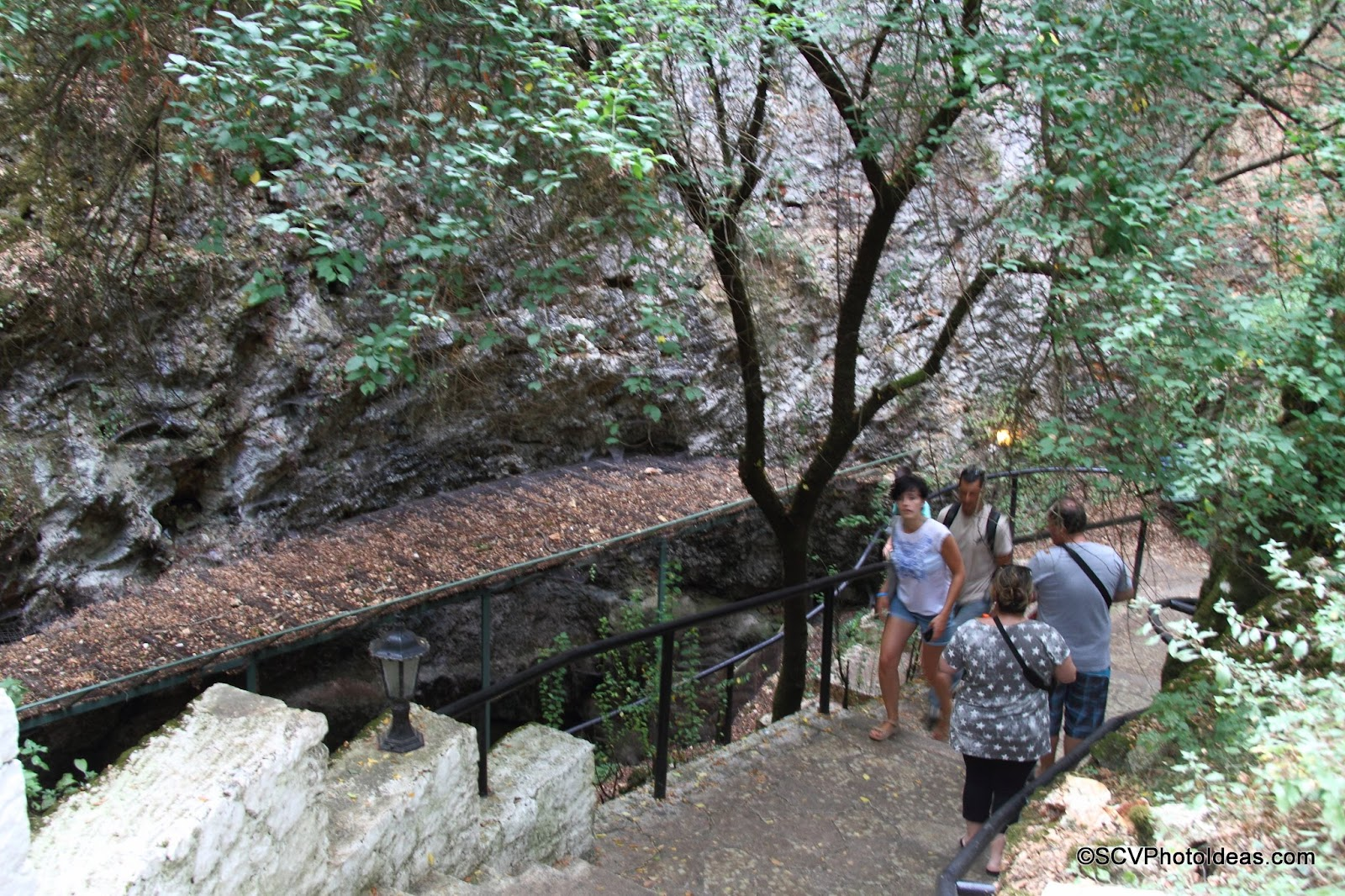 Drogarati Cave downward path to the entrance