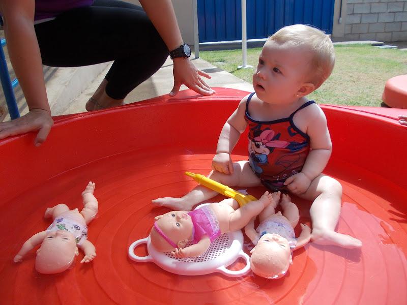 Estudando a crian a pequena um banho de piscina para os beb s for Piscina pequena bebe