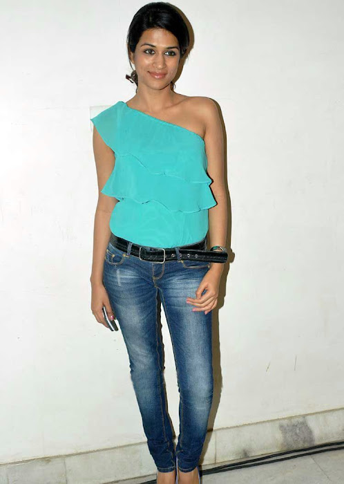 shraddha das stylish in jeans unseen pics