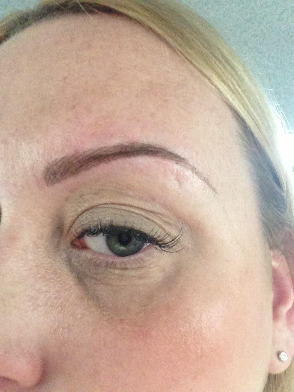 Maquillaje Permanente de Tratamiento y de cejas Tatuaje Clínica Londres