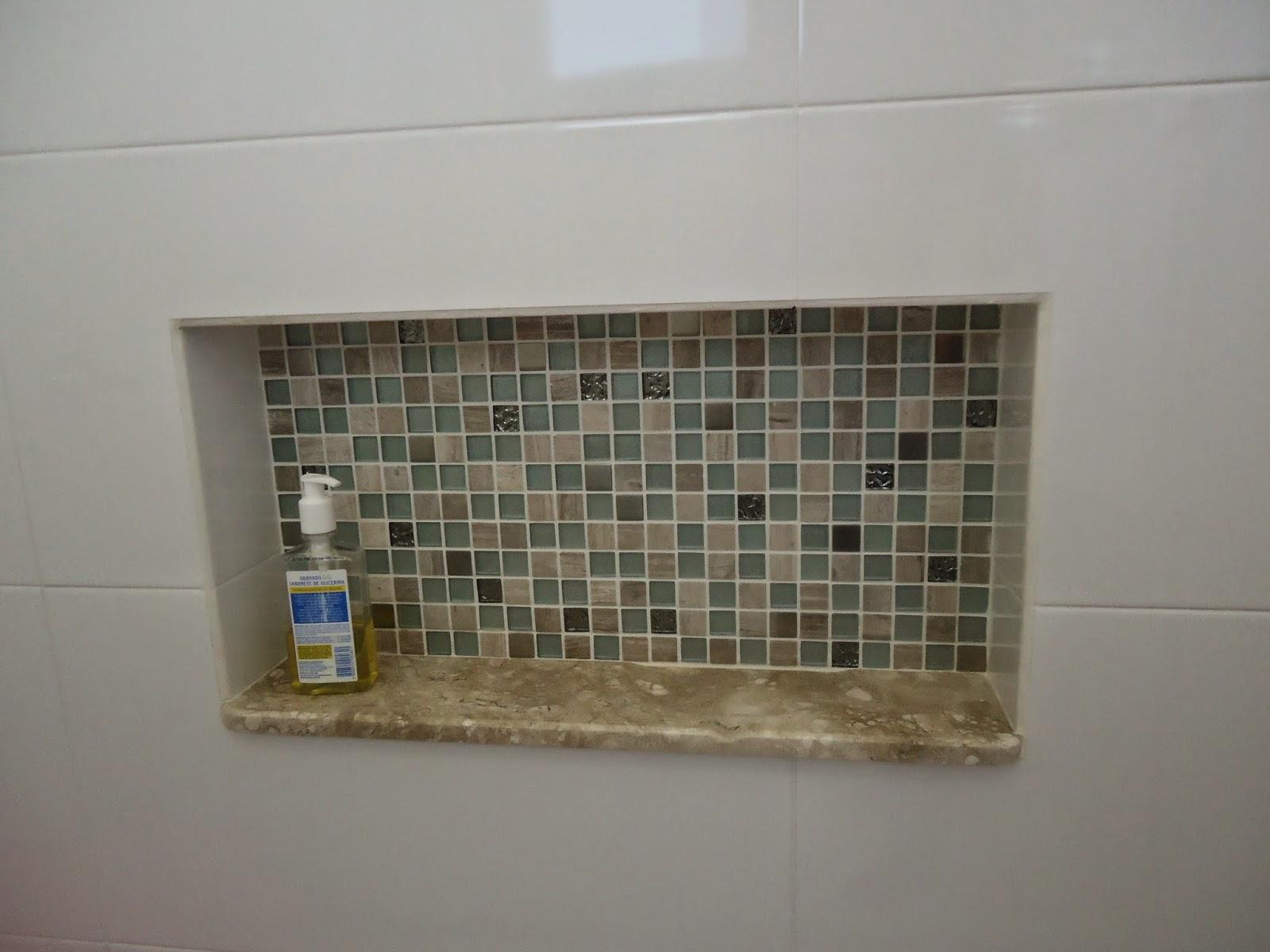 #2A436C Nichos e pastilhas de vidro em banheiro infantil 1600x1200 px Banheiro Nicho Pastilhas 2731