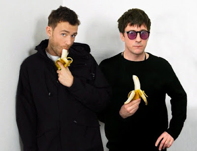 blur relationship, blur group pic, blur hyde park 2012, gorillaz bananaz, damon albarn banana, graham coxon banana, blur picture, blur band picture, blur group shot, blur damon albarn