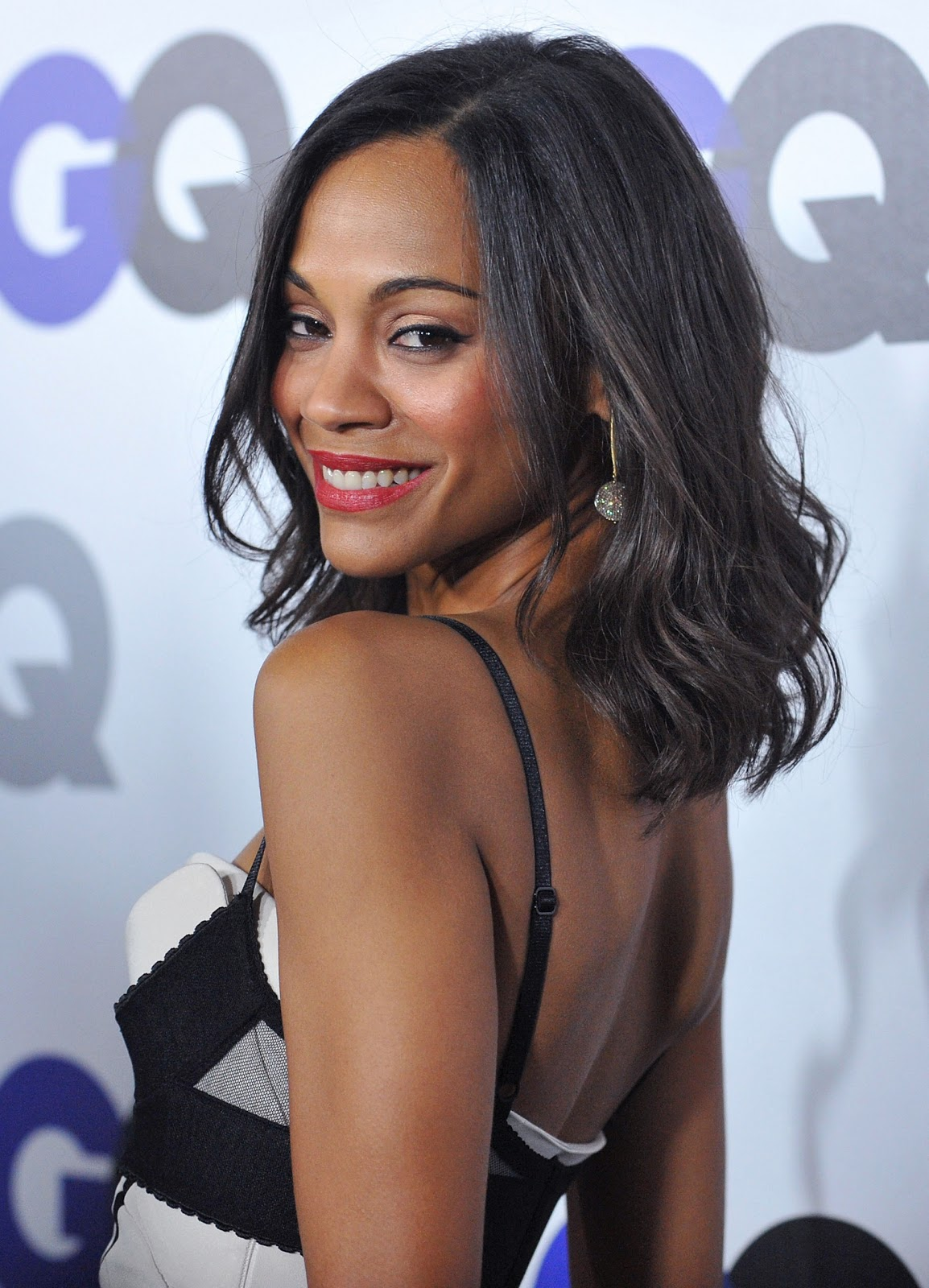 http://2.bp.blogspot.com/-8etvYdCv_C8/TvzXCzhtI9I/AAAAAAAAFeM/1g4B6n3wSWs/s1600/Zoe-Saldana-GQ-Men-of-the-Year-Party-HQ-zoe-saldana-9260644-1847-2560.jpg
