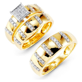 Par de alianças de casamento com diamantes