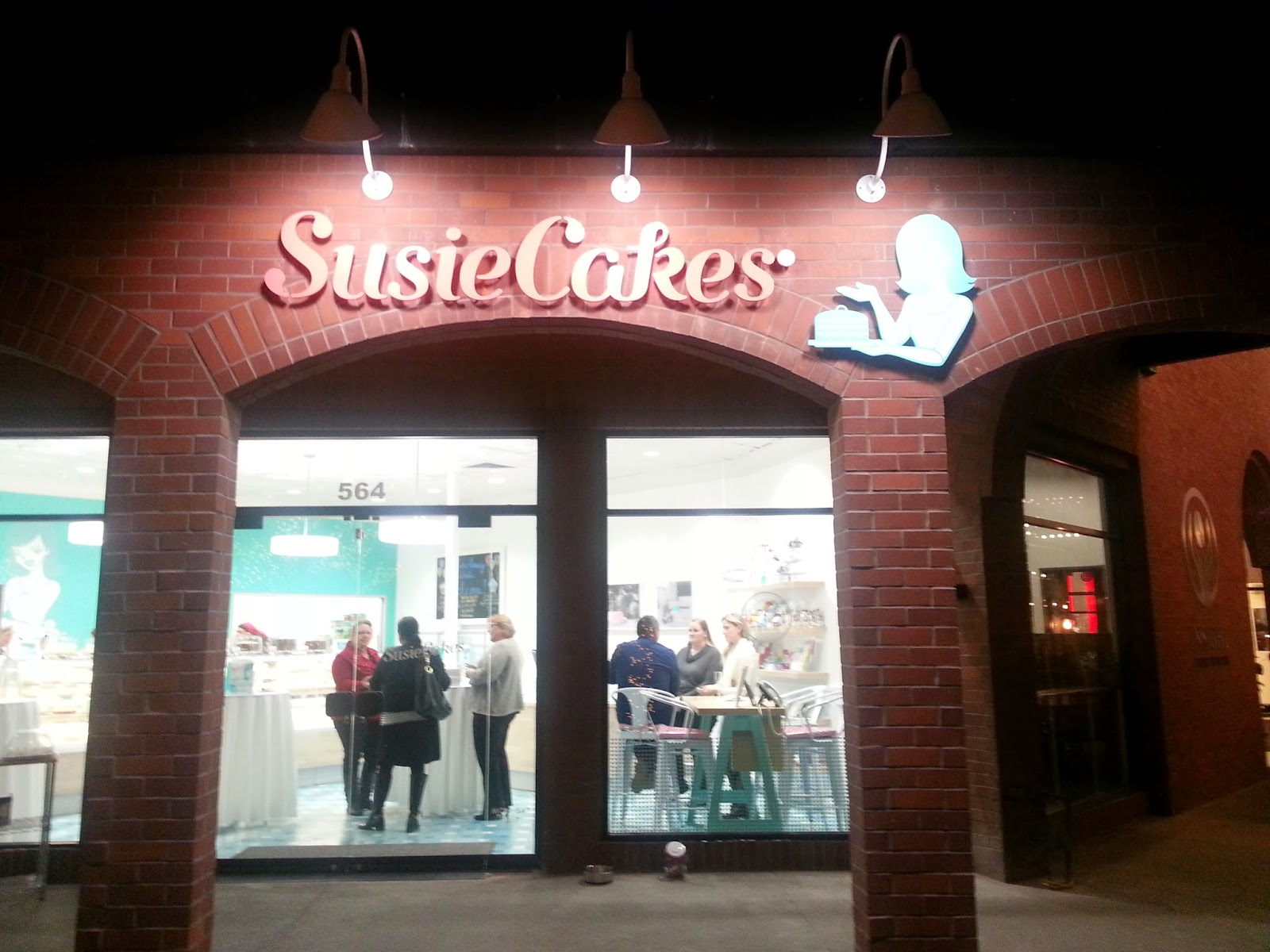 SusieCakes opens at Pavilions