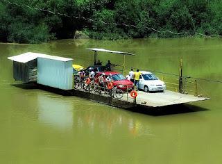 Balsa União II, cruza o Rio das Antas, entre Nova Pádua e Nova Roma do Sul.