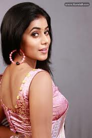 Shamna-Kasim-Poorna-hot-Actress-4