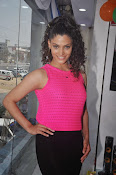 Rey Heroine Saiyami Kher Photos in Pink Top-thumbnail-6