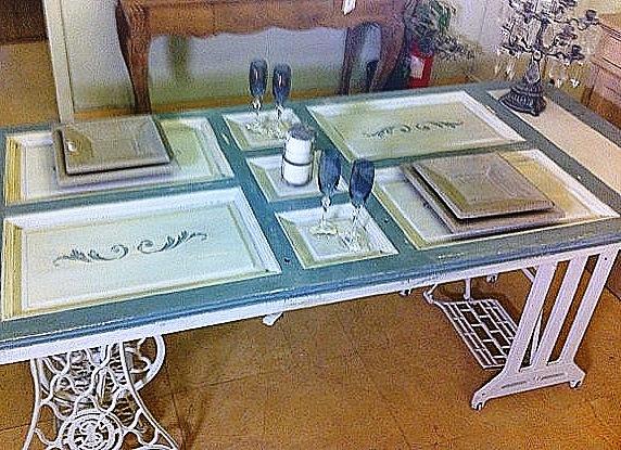 Mesas de comedor y desayunadores hechos con bases de for Mesas de puertas antiguas