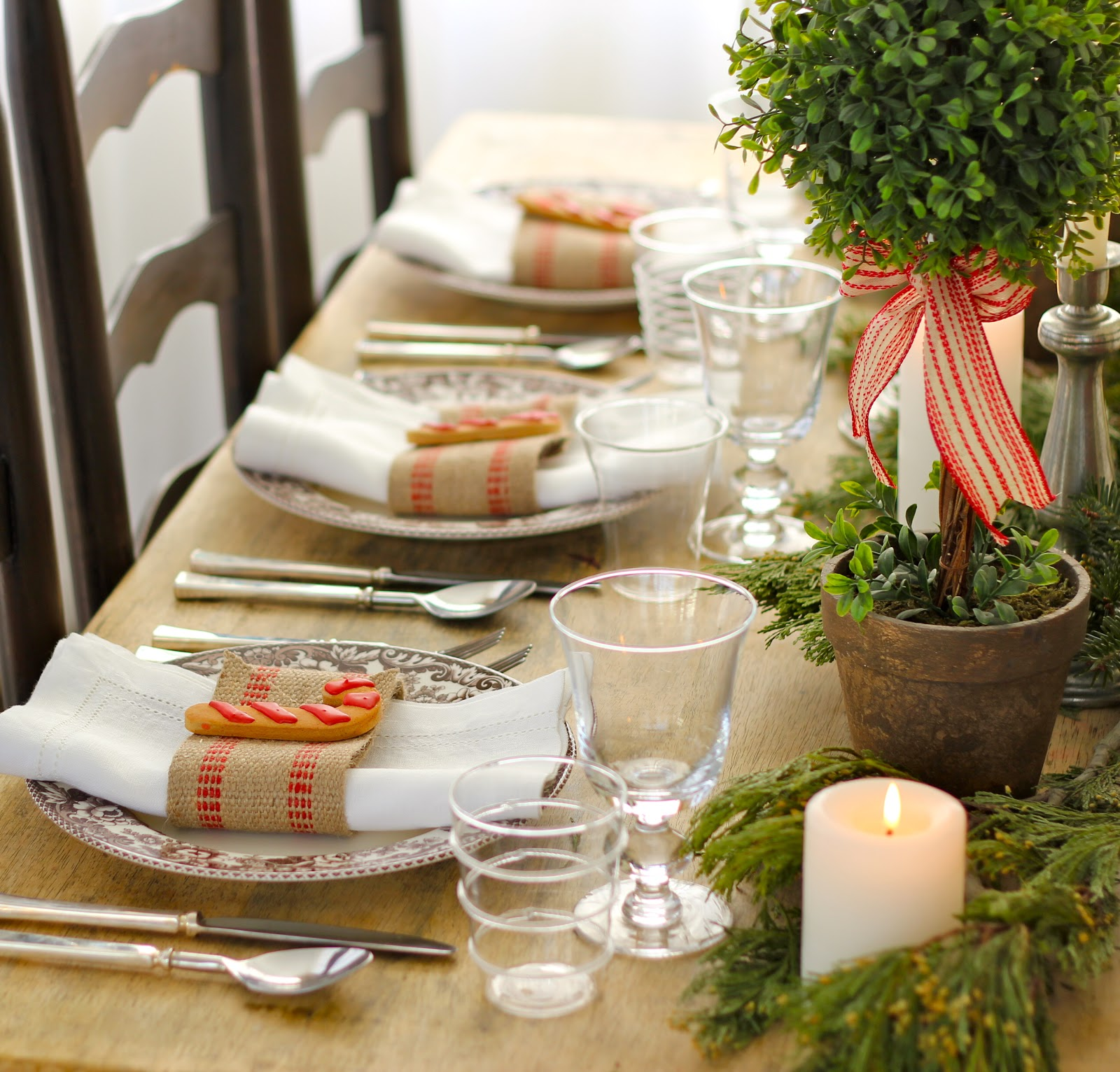 Holiday Table Setting | Centerpiece Ideas for Christmas Table