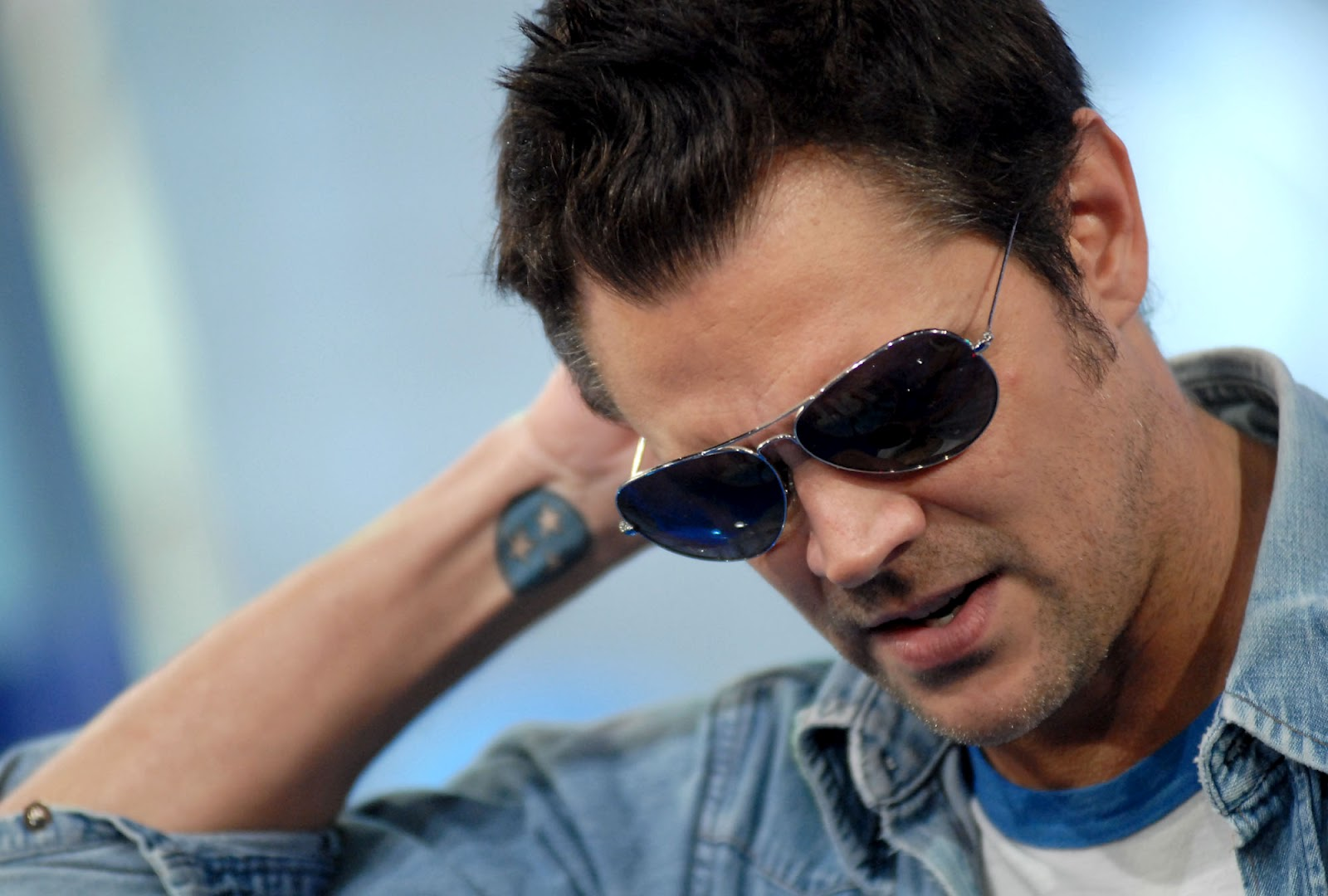 johnny knoxvilles life Johnny knoxville is a daredevil turned actor and comedian, who is famous as the creator of the mtv series 'jackass' this biography of johnny.