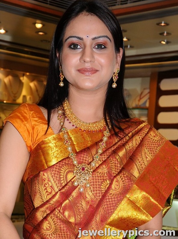 Actress Aksha in saree and jewellery for CM shoppingmall pearl necklace gold earrings celebrity saree
