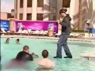 بالفيديو-نكشف لكم خدعة الساحر (كريس انجل - chris angel)  للمشى على الماء
