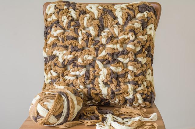 cushion вязанные подушки большим крючком