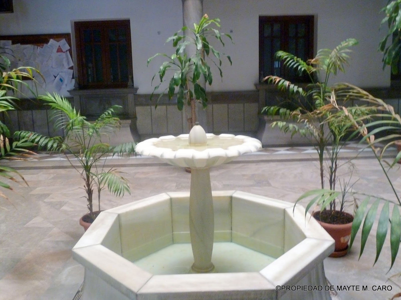 Fuentes de granada esta fuente se encuentra en el patio - Fuente para patio ...