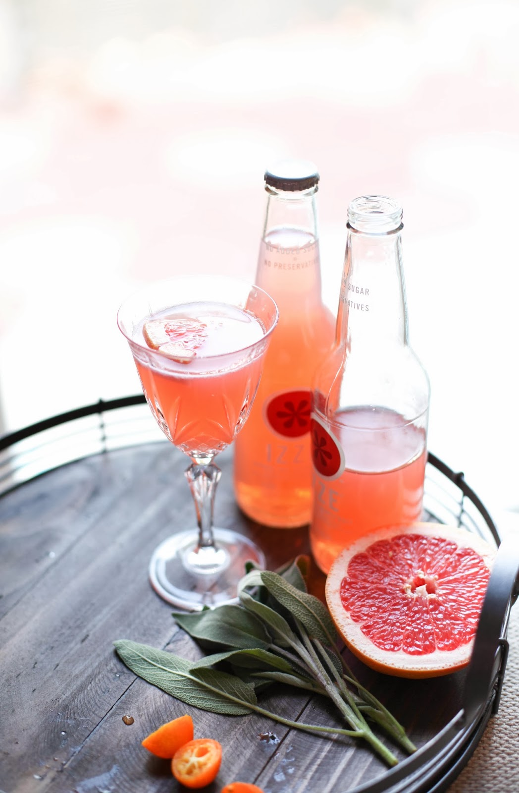 Sparkling Grapefruit Fizz Mocktail for Valentine's | via Chandara Creative
