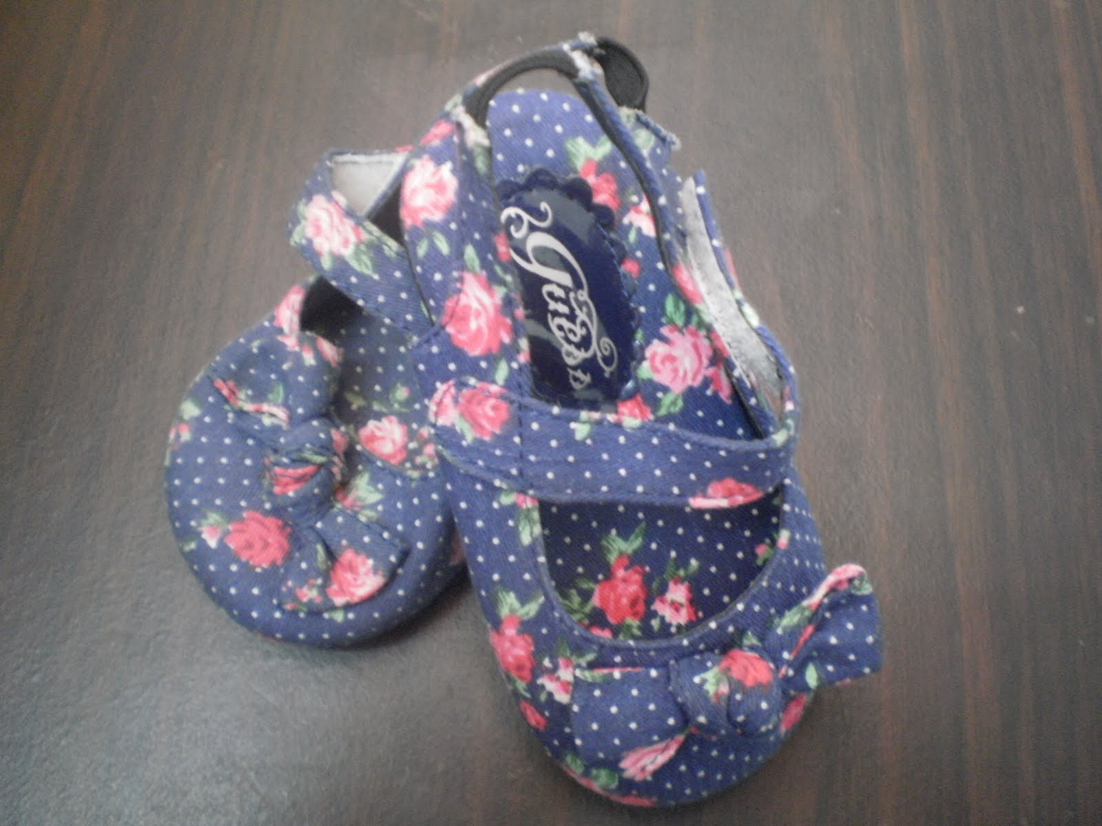 GUESS BABY SHOES (LIMITED STOCK)