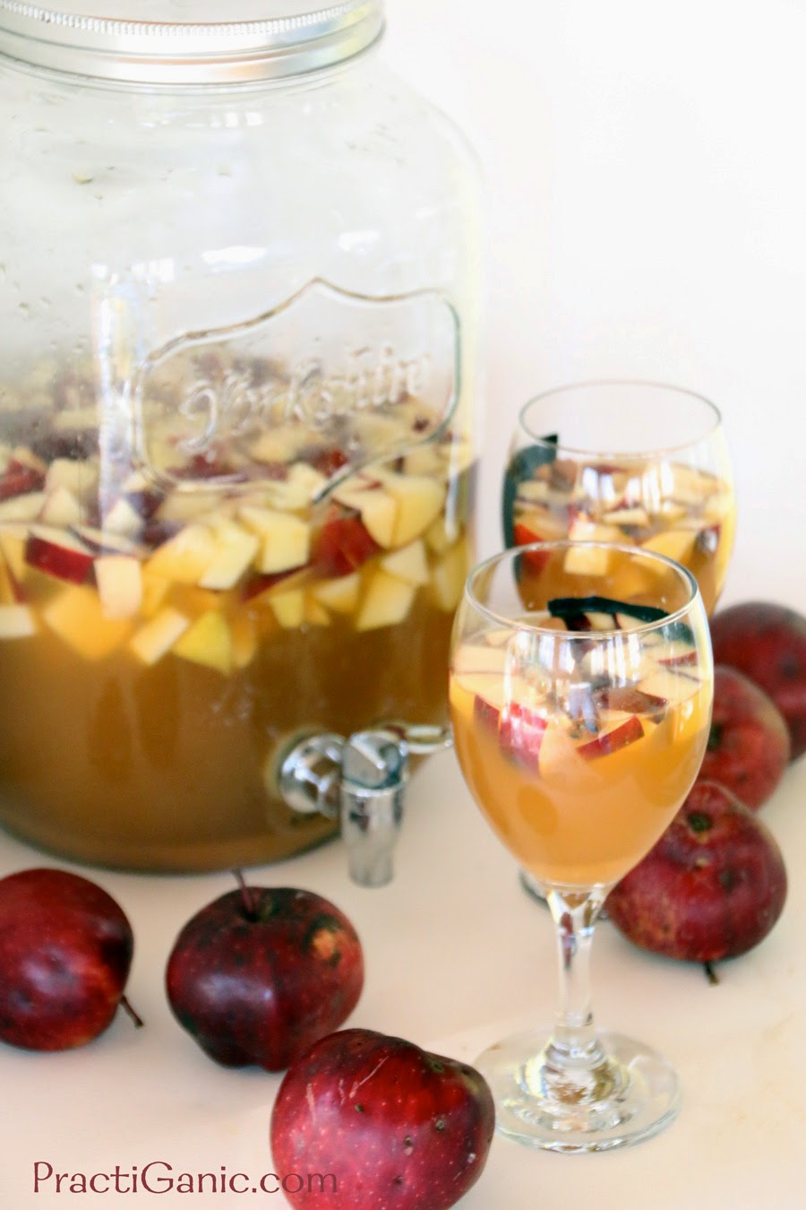 Sparkling Ginger & Apple Cider Sangria