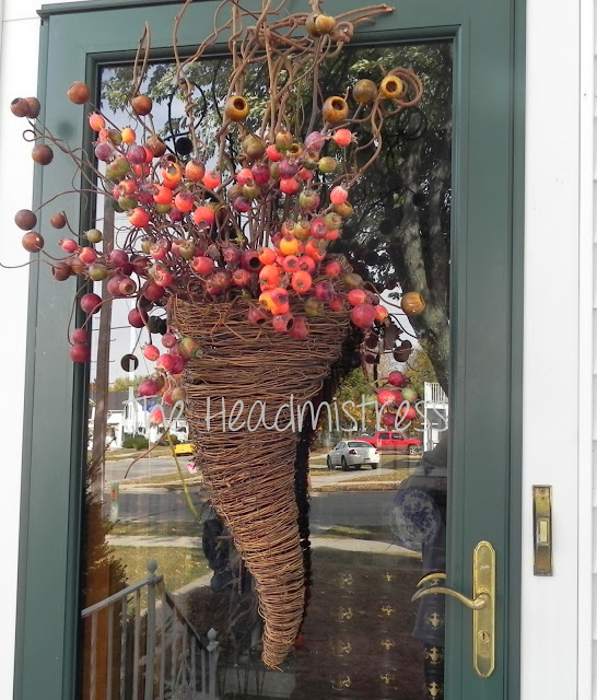 fall front door hanging by The Headmistress via Funky Junk Interiors