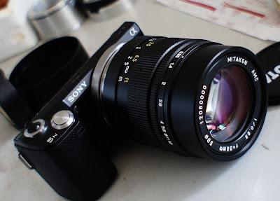 Fotografia della sony NEX 5N con ottica mitakon 35mm F:0.95