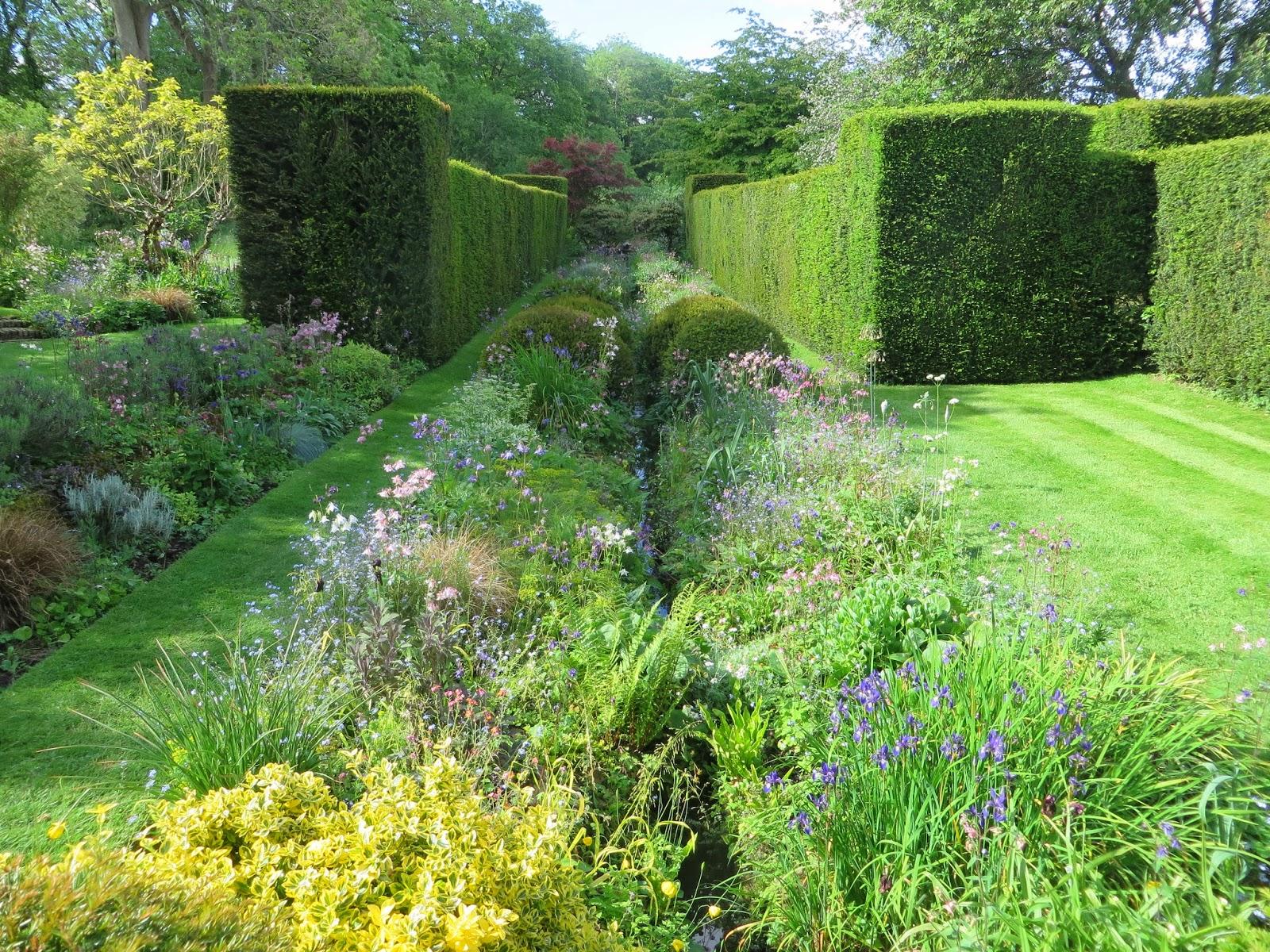 the gardener s eye vann an arts and crafts garden in surrey