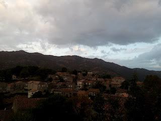 ciel couvert sur Aullène en Alta Rocca