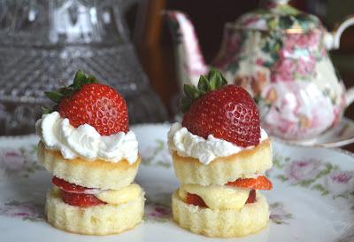 strawberry themed valentines treats