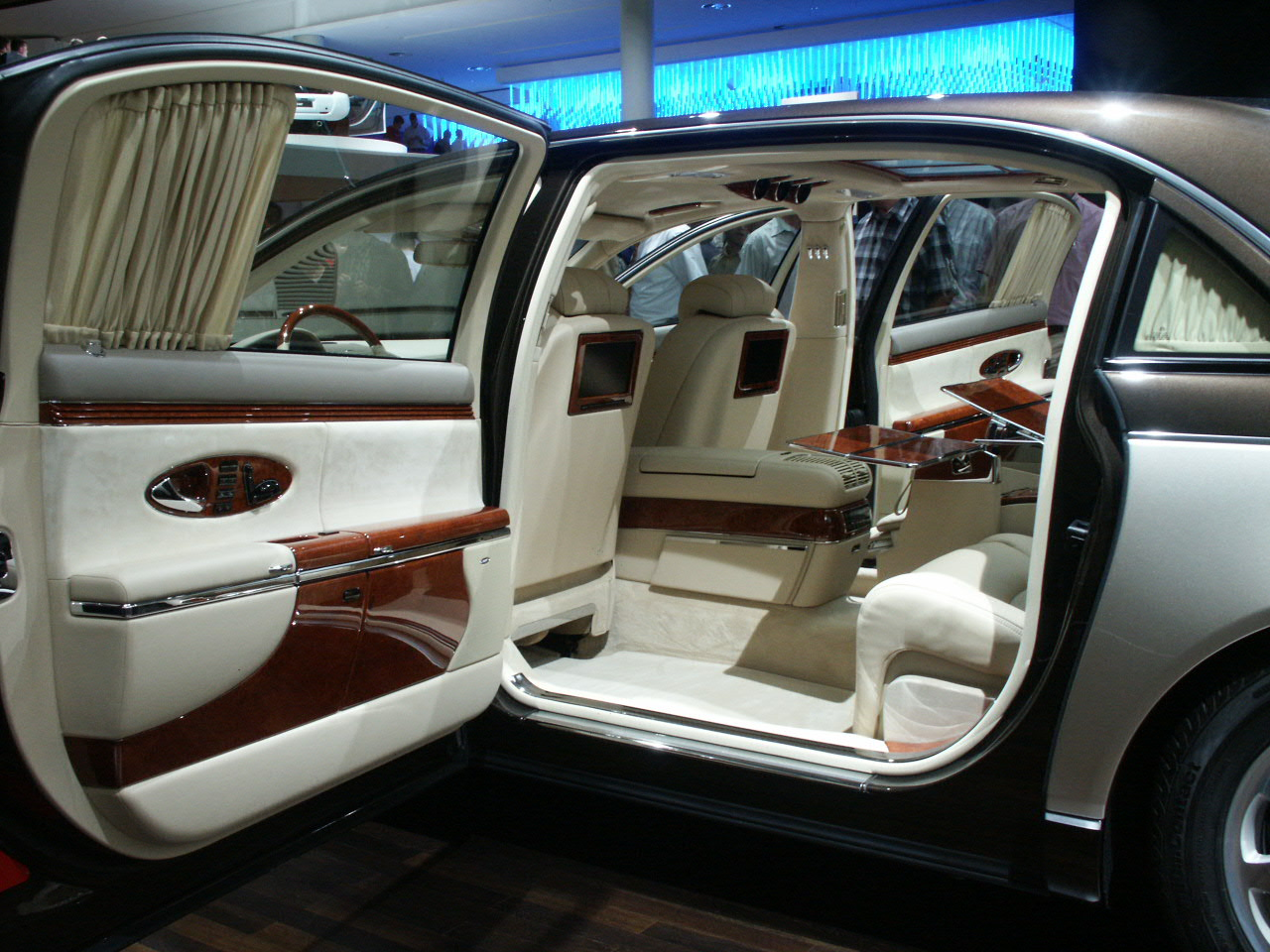 fast cars maybach car the 8 million dollar phots. Black Bedroom Furniture Sets. Home Design Ideas
