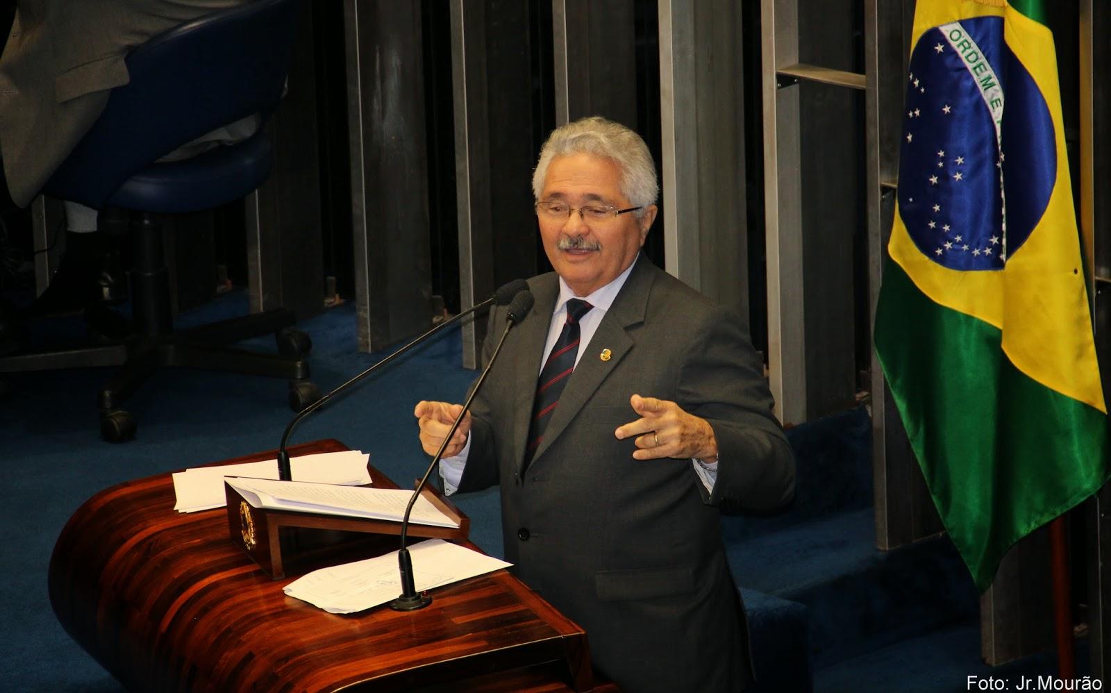 Senador Elmano Férrer cobra ações de combate à seca