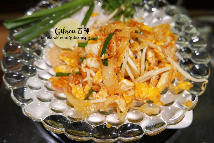 Travel thailand bangkok cooking pad thai naj exquisite thai as gibson mentioned in the previous thai recipe post that thai cooking is very different from the chinese style cooking which depends much on wok hei forumfinder Image collections