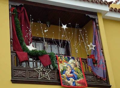 decoración de balcones en navidad