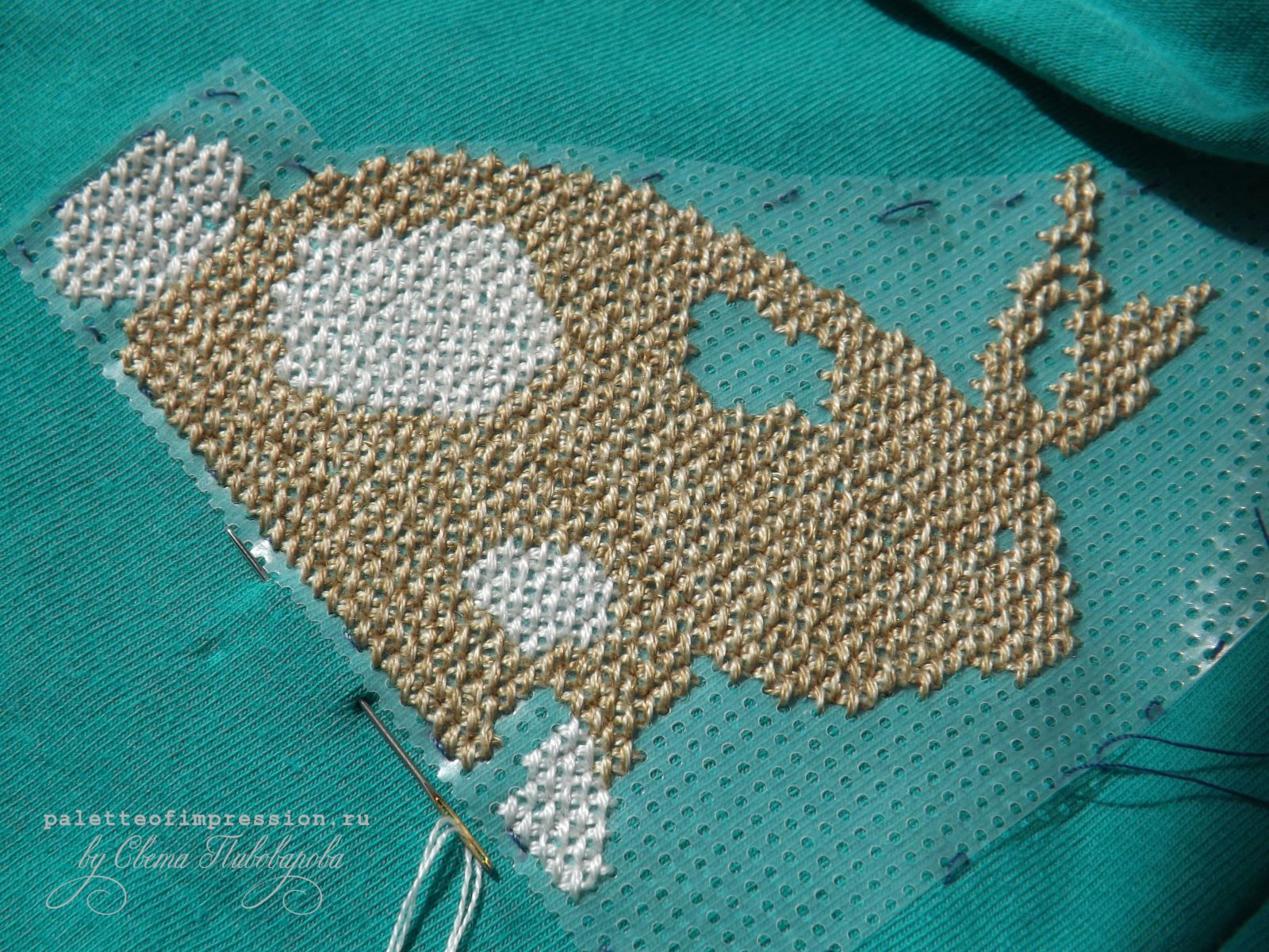 Вышивка крестом на трикотаже с водорастворимой канвой.