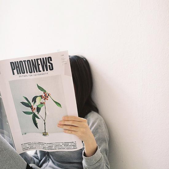 Magazine reading © Kumiko Ishigaki