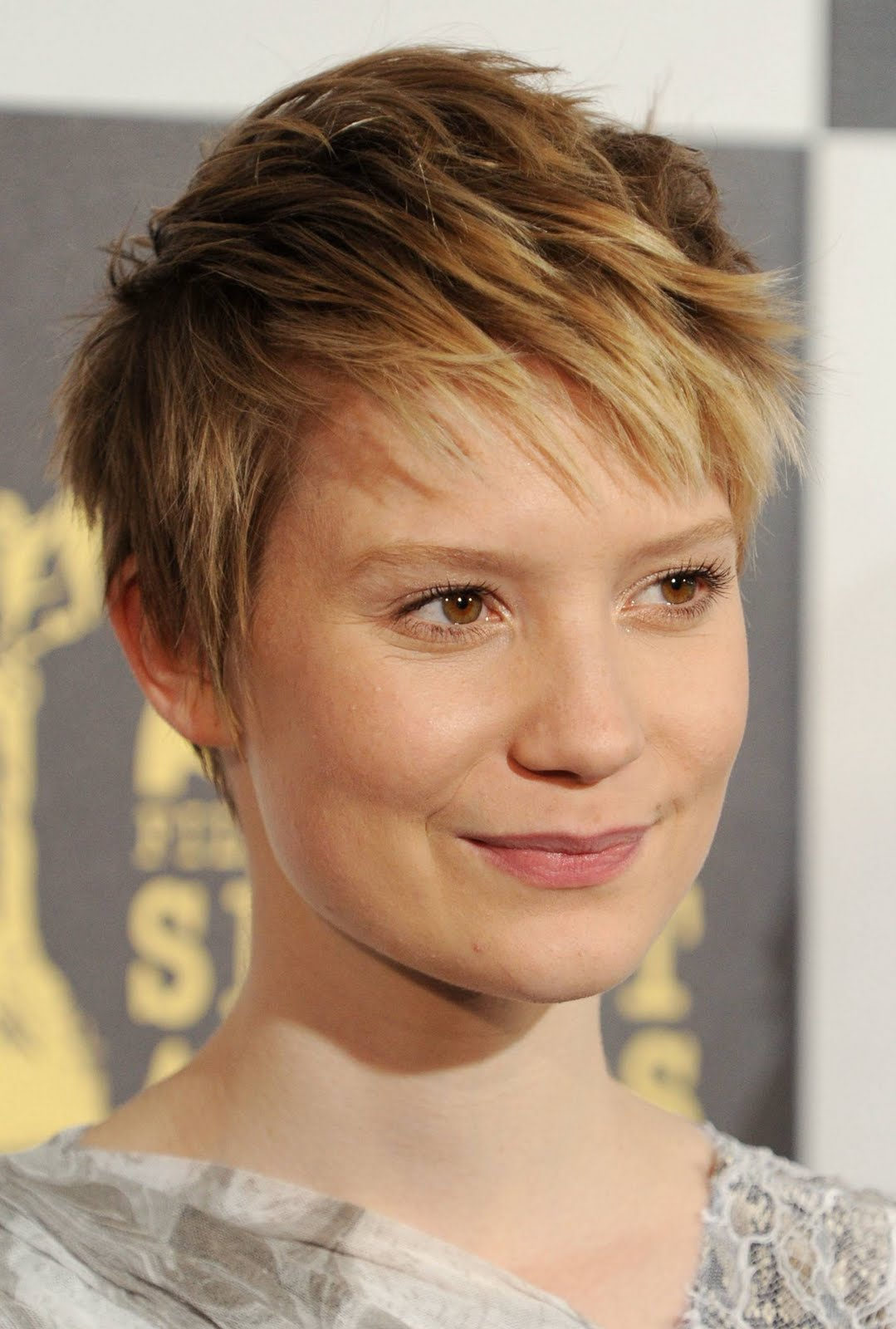 Celebrity Favorite Short Pixie Hairstyles Of 2011 title=