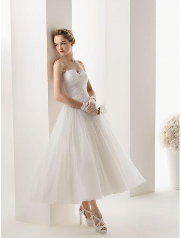 Rainingblossoms choosing the suitable destination wedding for Tea length tulle skirt wedding dress