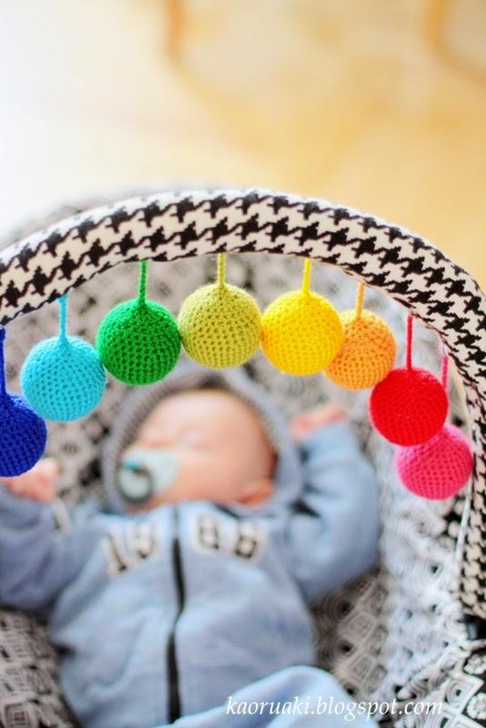 Szydełkowe kulki dla niemowlaka
