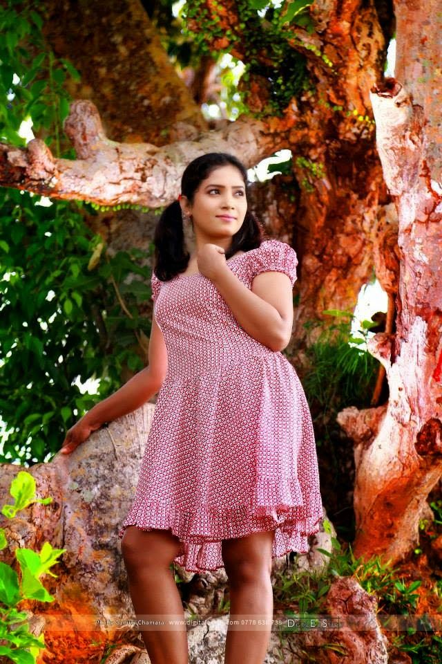 Theja Nadeeshani legs pink