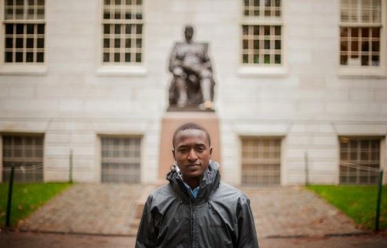 Justus passou 13 anos estudando e aprendeu inglês, francês, suaíli e lingala (Foto: Reprodução / New York Times)